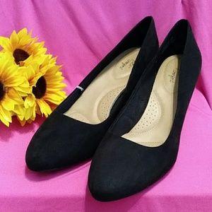 New Black Low Heel Pumps